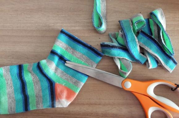 découper chaussettes